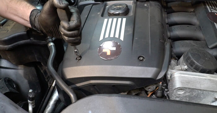 BMW E82 2002 120d 2.0 Uždegimo žvakė keitimas savarankiškai