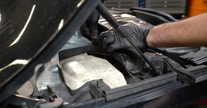 Pasikeiskite BMW 1 Coupe (E82) 135i 3.0 2006 Uždegimo žvakė patys - internetinė instrukcija