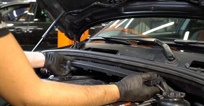 Kaip pakeisti BMW 1 Coupe (E82) 120d 2.0 2002 Uždegimo žvakė - išsamios instrukcijos ir vaizdo pamokos