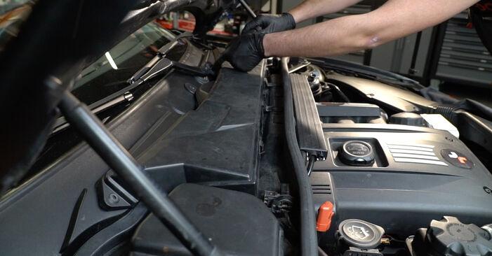 Svojpomocná výmena Zapalovacia sviečka na BMW 1 Coupe (E82) 118d 2.0 2004