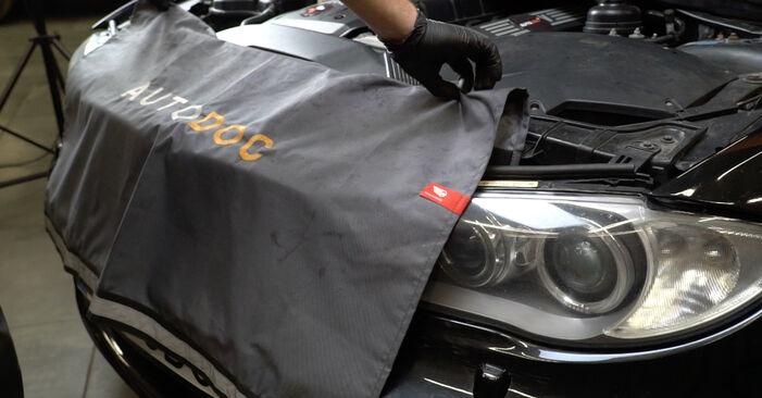Kaip nuimti BMW 1 SERIES 125i 3.0 2005 Uždegimo žvakė - nesudėtingos internetinės instrukcijos