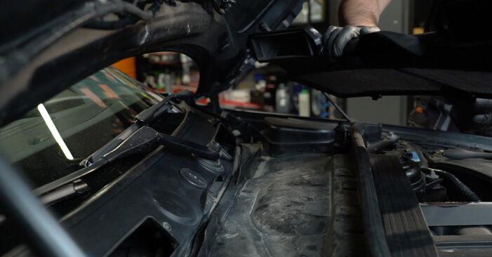 Byt Tändstift på BMW 1 Coupe (E82) 118d 2.0 2004 själv
