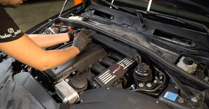 BMW 1 SERIES 2008 Tändstift utbytesmanual att följa steg för steg
