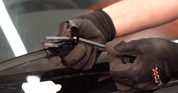 Volvo V70 SW 2.4 D5 2001 Scheibenwischer wechseln: Gratis Reparaturanleitungen