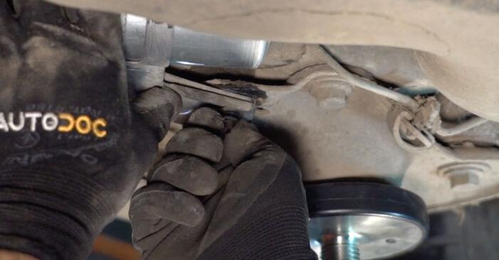 V70 II (285) 2.3 T5 2000 -auton Polttoainesuodatin: tee se itse -korjaamokäsikirja