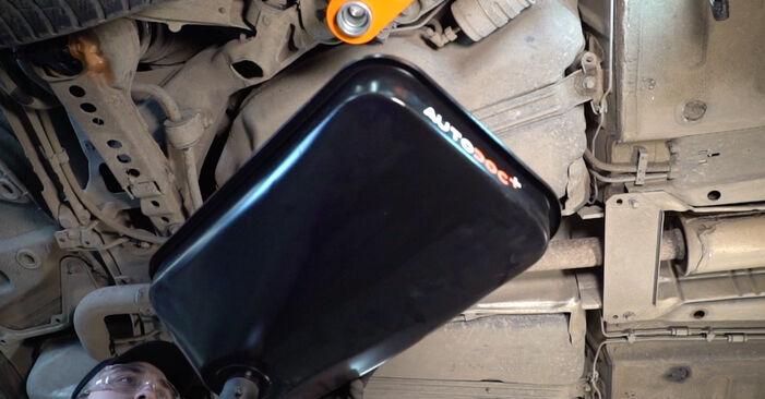 Kuinka vaihtaa VOLVO V70 II (285) 2.4 2000 -auton Polttoainesuodatin – vaiheittaiset ohjekirjat ja video-oppaat