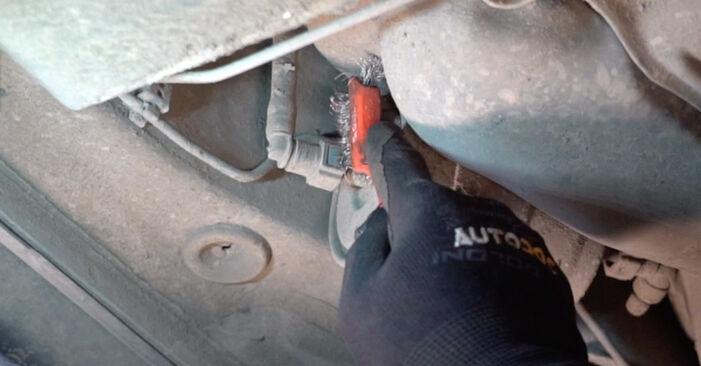 Volvo V70 SW 2.4 D5 2001 Kütusefilter vahetamine: tasuta töökoja juhendid