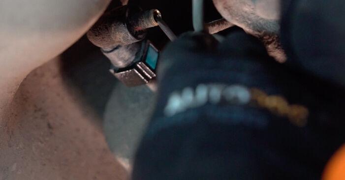 Kuidas vahetada välja VOLVO V70 II (285) 2004 Kütusefilter: laadige alla kasutusjuhendid PDF vormis ja video juhised