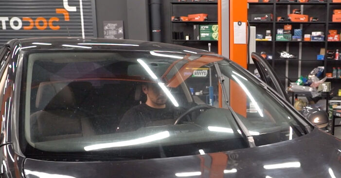 Wie Scheibenwischer VW Golf V Schrägheck (1K1) 1.6 2004 austauschen - Schrittweise Handbücher und Videoanleitungen