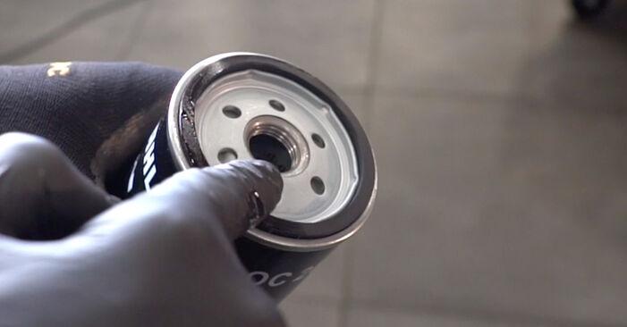 Naredite sami zamenjavo VW Golf V Hatchback (1K1) 2.0 GTI 2003 Oljni filter - spletni vodič