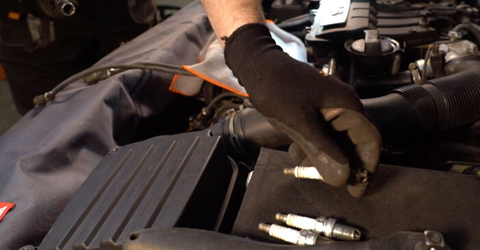 How to change Spark Plug on Golf 5 2003 - free PDF and video manuals
