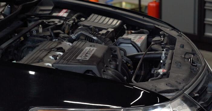 Wie Stoßdämpfer Honda Accord VIII CU 2.0 i (CU1) 2008 tauschen - Kostenlose PDF- und Videoanleitungen