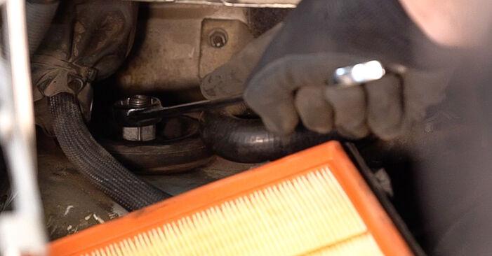 Ako vymeniť MERCEDES-BENZ VITO Autobus (638) 112 CDI 2.2 (638.194) 1997 Tlmič pruzenia – návody a video tutoriály krok po kroku.