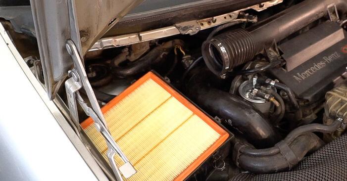 Mercedes W638 Bus 108 CDI 2.2 (638.194) 1998 Tlmič pruzenia výmena: bezplatné návody z našej dielne