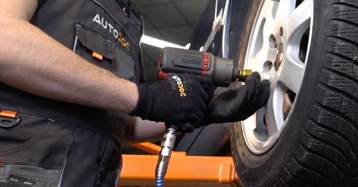 Changing Anti Roll Bar Links on VOLVO V70 II (285) 2.5 T 2002 by yourself