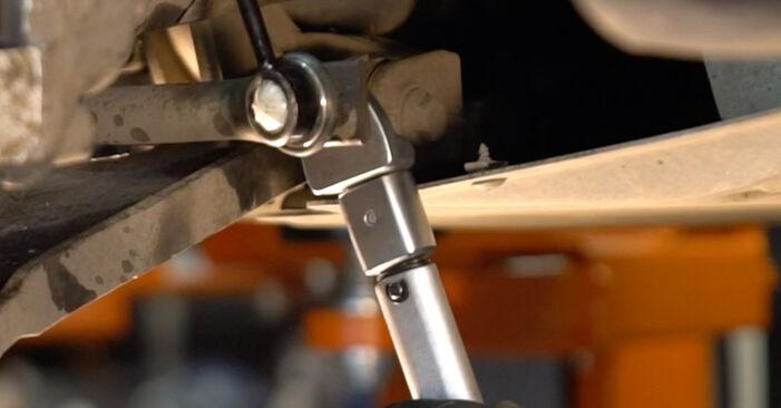 Substituindo Tirante da Barra Estabilizadora em Golf 5 2006 1.9 TDI por si mesmo