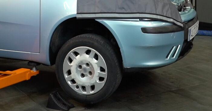 Fiat Punto 188 1.2 16V 80 2001 Biellette Barra Stabilizzatrice sostituzione: manuali dell'autofficina