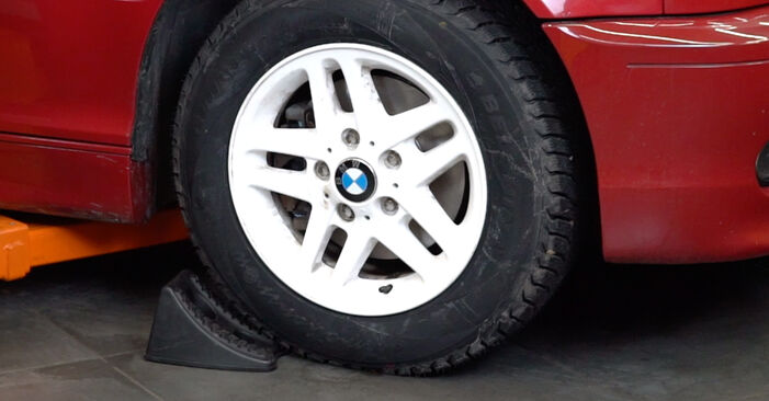 Kaip pakeisti BMW 3 Cabriolet (E46) 330Ci 3.0 1999 Spyruoklės - išsamios instrukcijos ir vaizdo pamokos