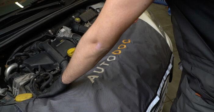 RENAULT Clio III Hatchback (BR0/1, CR0/1) 1.5 dCi 2006 Toronycsapágy csere – minden lépést tartalmazó leírások és videó-útmutatók