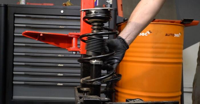 Toronycsapágy RENAULT Clio III Hatchback (BR0/1, CR0/1) 2010 csere - töltsön le PDF útmutatókat és utasításokat tartalmazó videókat