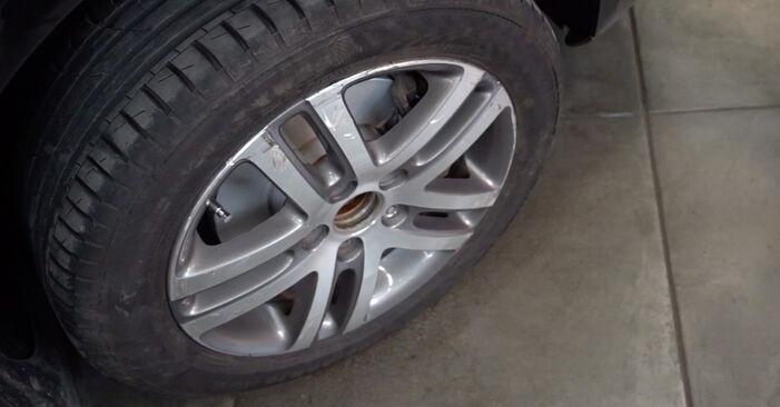 Byt Stabilisatorstag på VW TOURAN (1T1, 1T2) 1.4 TSI 2006 själv