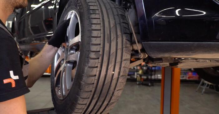 Så tar du bort VW TOURAN 1.6 FSI 2007 Stabilisatorstag – instruktioner som är enkla att följa online
