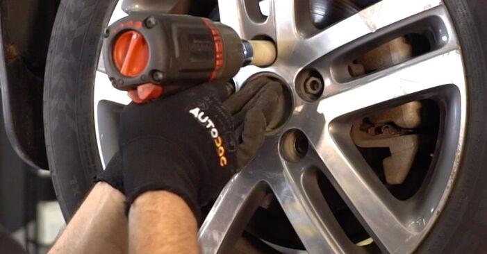 Changer Biellette De Barre Stabilisatrice sur VW TOURAN (1T1, 1T2) 1.4 TSI 2006 par vous-même