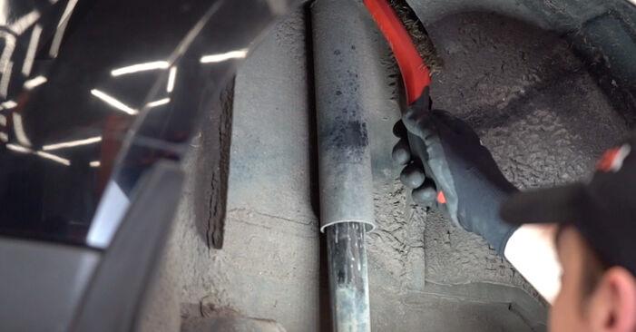 Wie schwer ist es, selbst zu reparieren: Stoßdämpfer Ford Focus mk2 Limousine 1.4 2010 Tausch - Downloaden Sie sich illustrierte Anleitungen