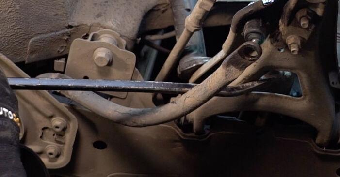 Wie schwer ist es, selbst zu reparieren: Koppelstange Renault Clio 2 1.6 16V 2004 Tausch - Downloaden Sie sich illustrierte Anleitungen