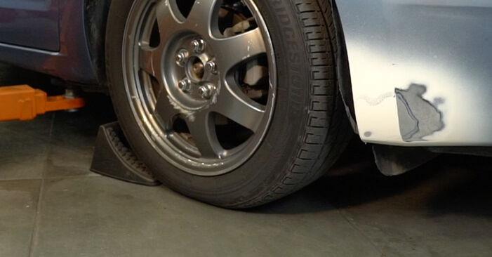 Wie Koppelstange beim Toyota Prius 2 2000 gewechselt werden - Unentgeltliche PDF- und Videoanweisungen