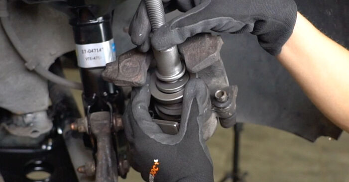 Wie man VW GOLF 1.6 1995 Bremsscheiben austauscht - Eingängige Anweisungen online
