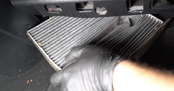 Wie AUDI A3 1.6 2007 Innenraumfilter ausbauen - Einfach zu verstehende Anleitungen online