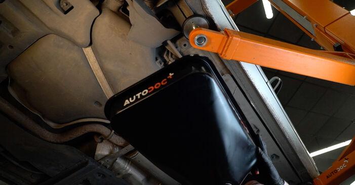 Wie Kraftstofffilter AUDI A3 Sportback (8PA) 1.9 TDI 2004 austauschen - Schrittweise Handbücher und Videoanleitungen