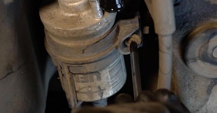 Wie AUDI A3 1.6 2007 Kraftstofffilter ausbauen - Einfach zu verstehende Anleitungen online