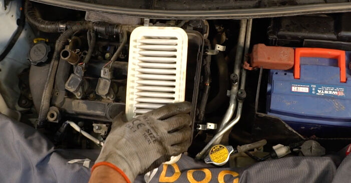 À quel point est-il difficile de le faire soi-même : télécharger le guide illustré pour le changement de Filtre à Air sur CITROËN C1 (PM_, PN_) 1.0 2011