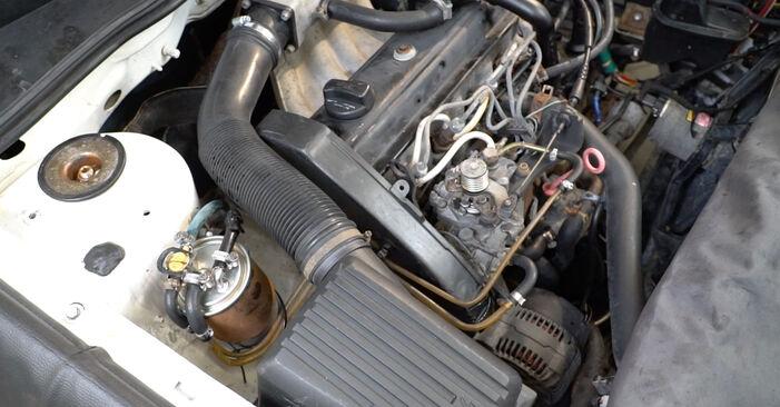 Kako odstraniti VW GOLF 1.6 1995 Filter goriva - spletna, enostavna za sledenje, navodila