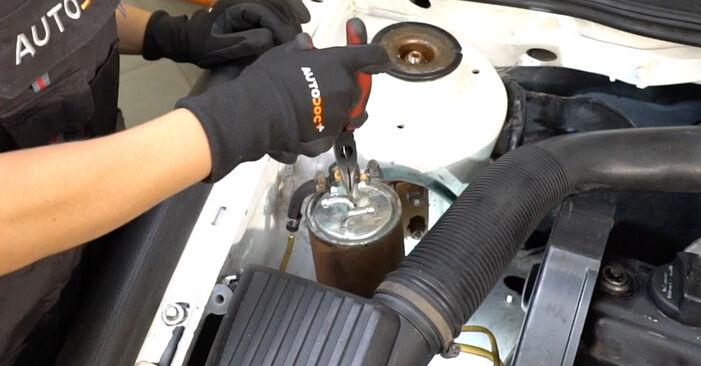 Kako težko to naredite sami: Filter goriva zamenjava na Golf 3 2.0 GTI 16V 1997 - prenesite slikovni vodnik