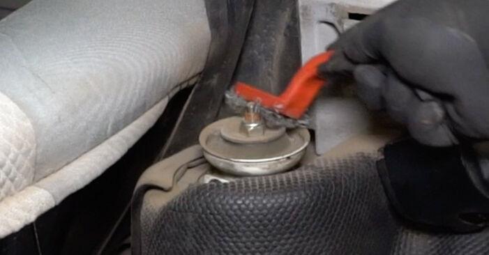 Kuinka poistaa VW GOLF 1.6 1995 -auton Jousi - helposti seurattavat online-ohjeet