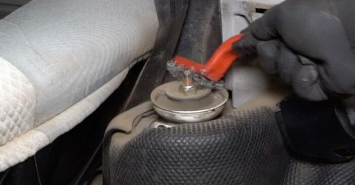 Kako odstraniti VW GOLF 1.6 1995 Ležaj Amortizerja - spletna, enostavna za sledenje, navodila