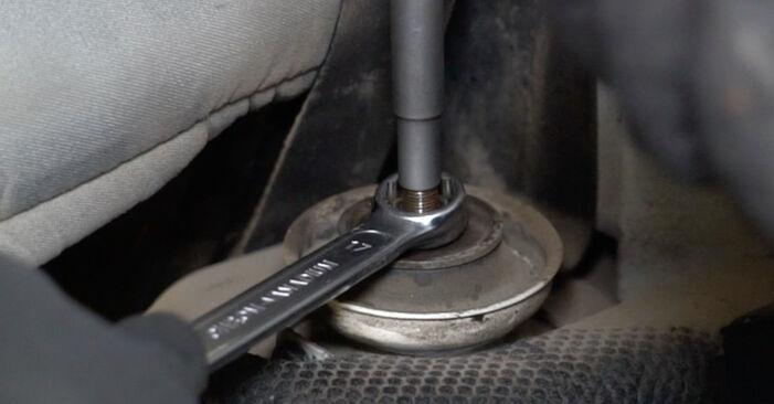 Kako zamenjati Ležaj Amortizerja na VW GOLF III (1H1) 1996 - prenesite PDF priročnike in video navodila