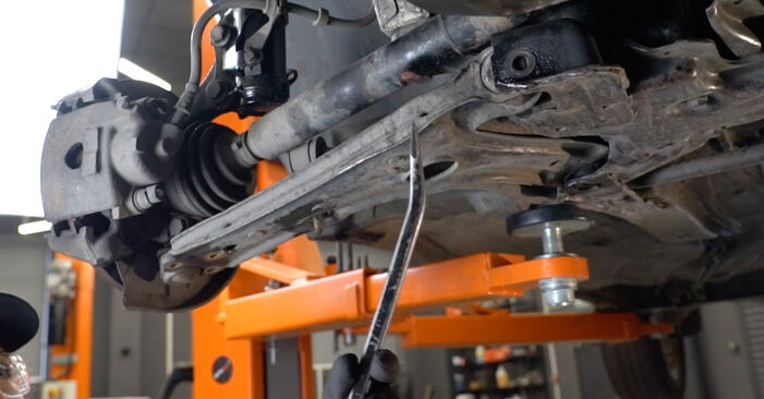 Tausch Tutorial Querlenker am VW GOLF III (1H1) 1995 wechselt - Tipps und Tricks