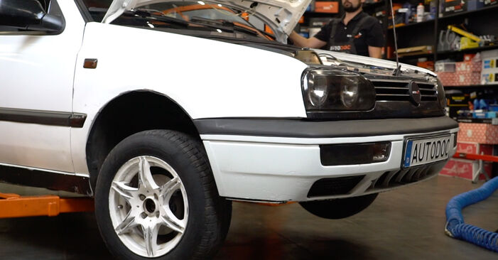 Wechseln Sie Radlager beim VW GOLF III (1H1) 1.9 TDI 1994 selbst aus