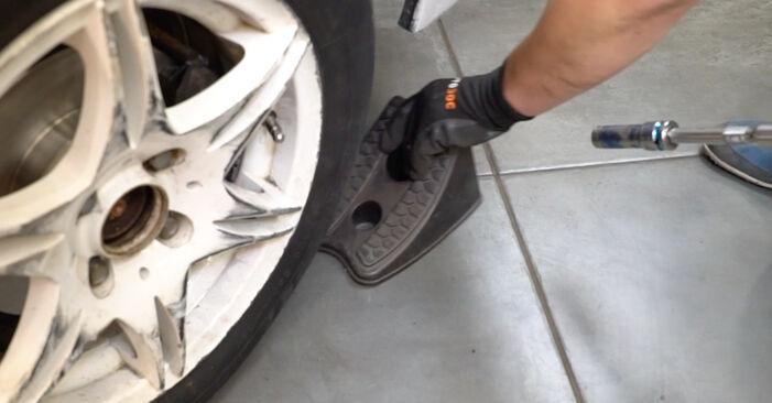 Jak zdjąć VW GOLF 1.6 1995 Łożysko koła - łatwe w użyciu instrukcje online