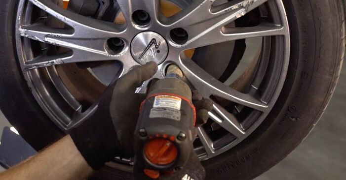 How to remove AUDI A4 2.5 TDI 2004 Anti Roll Bar Links - online easy-to-follow instructions