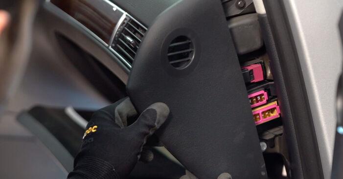 Wechseln Innenraumfilter am AUDI A6 Limousine (4F2, C6) 2.7 TDI 2007 selber