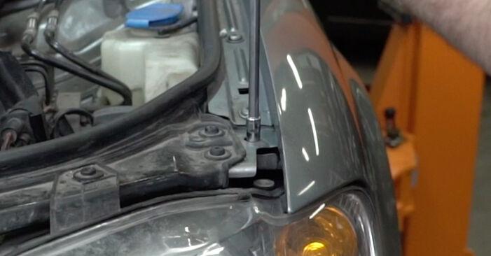 Как да сменим Комплект зъбен ремък на AUDI A4 Седан (8EC, B7) 2004: свалете PDF наръчници и видео инструкции