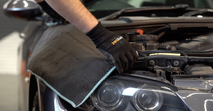 Wie Stoßdämpfer BMW 3 Coupe (E92) 320d 2.0 2005 austauschen - Schrittweise Handbücher und Videoanleitungen