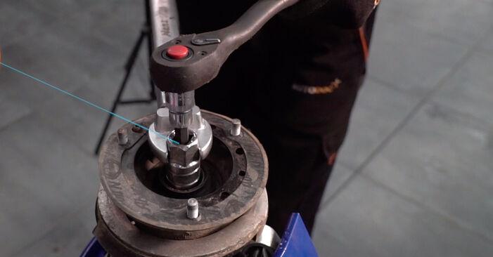 Tausch Tutorial Stoßdämpfer am BMW 3 Coupe (E92) 2008 wechselt - Tipps und Tricks