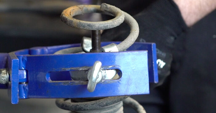 Tausch Tutorial Stoßdämpfer am VW Golf IV Schrägheck (1J1) 2000 wechselt - Tipps und Tricks