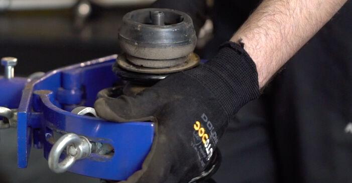 Stoßdämpfer beim VW GOLF 1.6 2004 selber erneuern - DIY-Manual